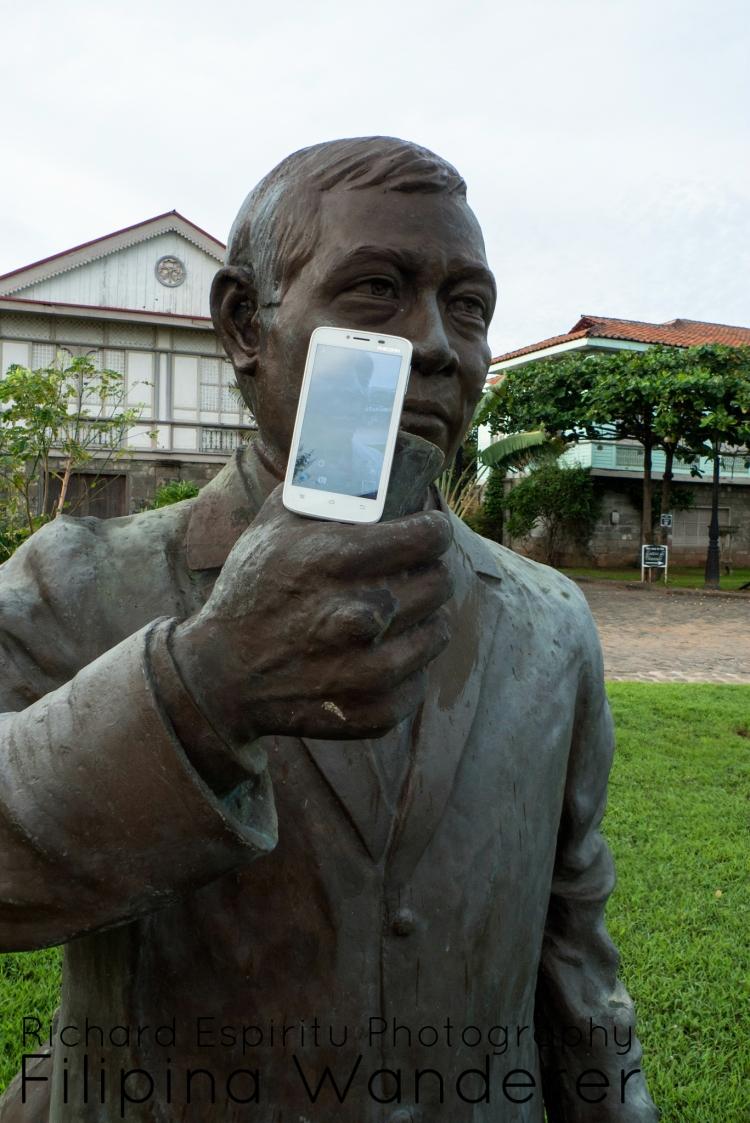 Las Casas Filipinas de Acuzar Selfie